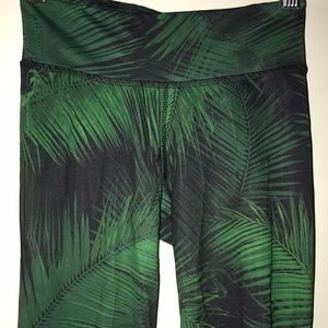 Areopostale leaf print athletic capris